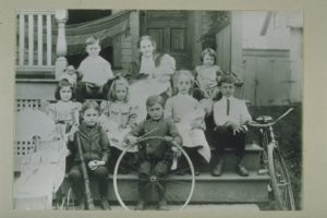 Benton Street Children, Hartford, 1905